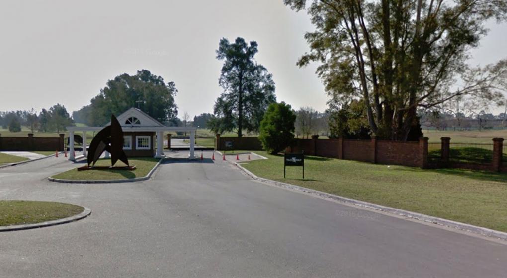 Misterio en un golf de Pilar: encontraron muerto a un joven dentro de una laguna