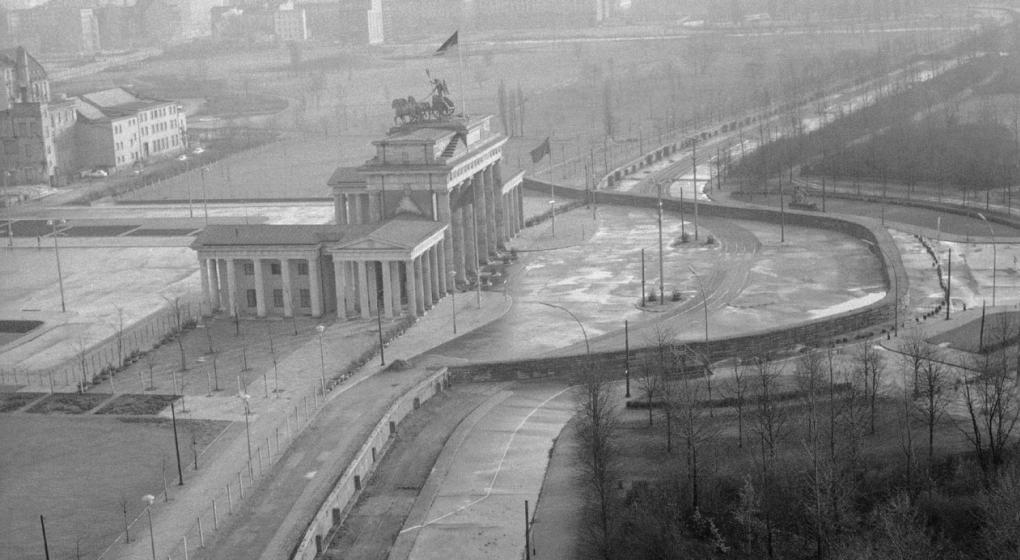 El Muro de Berlín cumple tantos años derribado como en pie