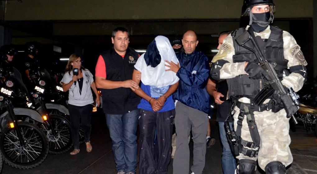 Cuatro policías irán a juicio acusados de proteger a un violador serial