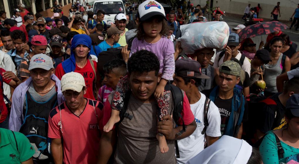 Pese a las amenazas de Trump, dos mil migrantes hondureños siguen su marcha