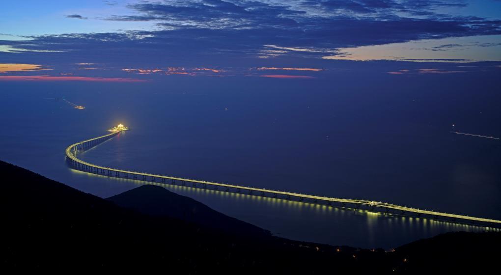China inaugura el puente sobre el mar más largo del mundo