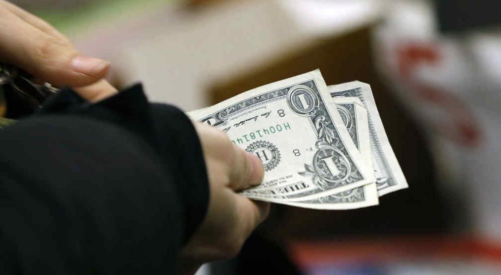 El dólar, en el precio más bajo de las últimas dos semanas