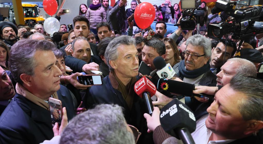 Visita sorpresa de Macri a la Rural