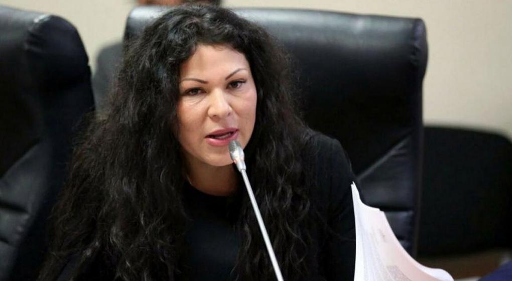 Perú: suspenden a una congresista que falsificó sus estudios de secundaria