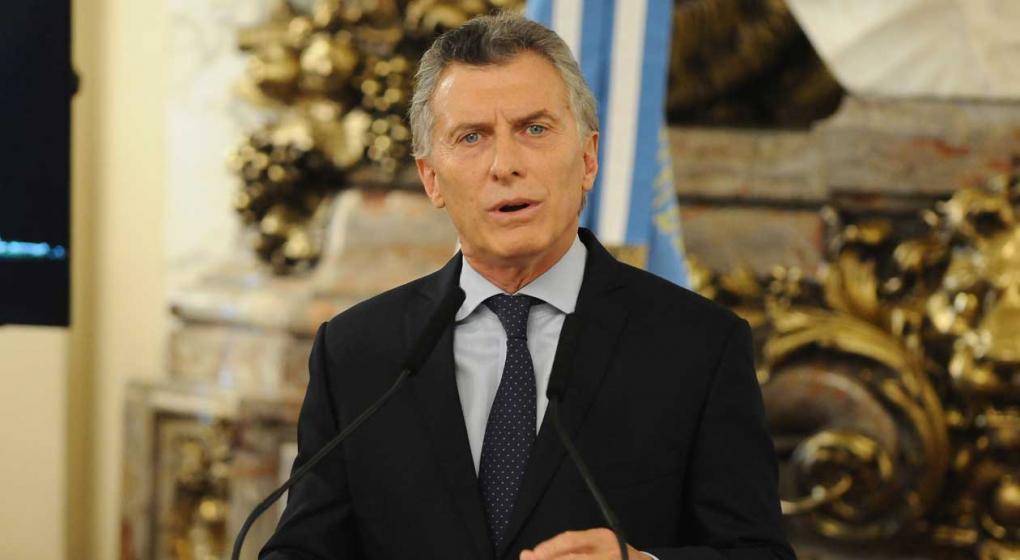 """El kirchnerismo y el PJ """"dialoguista"""" criticaron a Macri por las medidas para frenar la crisis"""