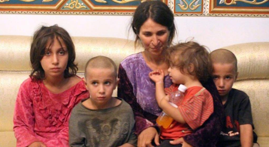 Mujer siria liberada por el EI relató su cautiverio y cómo vio morir a su hijo