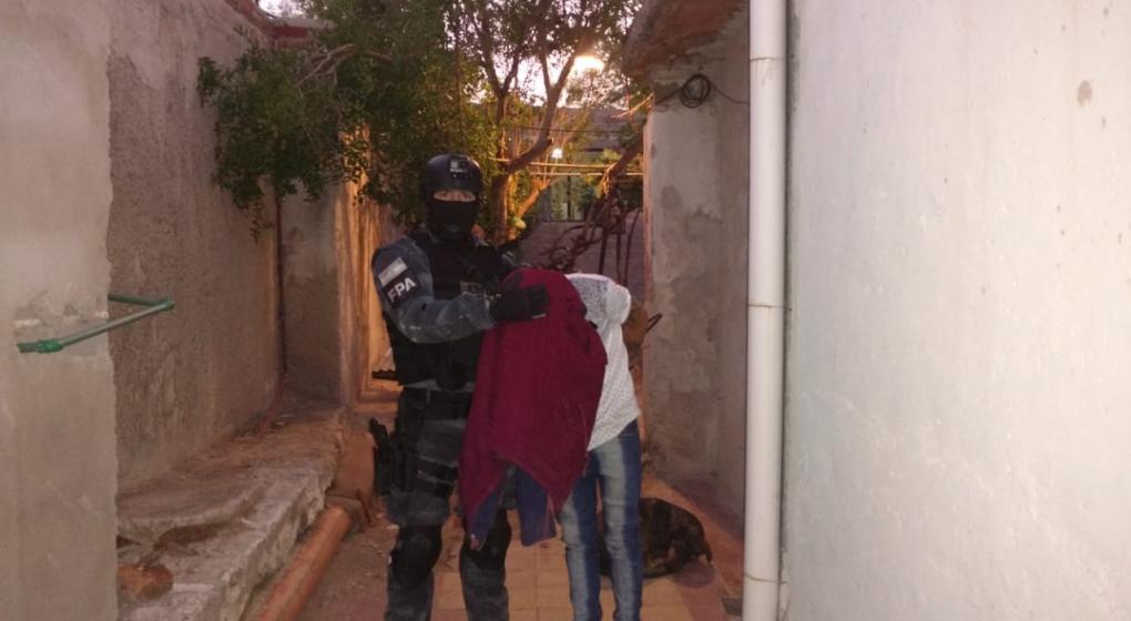 Vendía estupefacientes a metros de una escuela primaria y fue detenido en Cruz del Eje