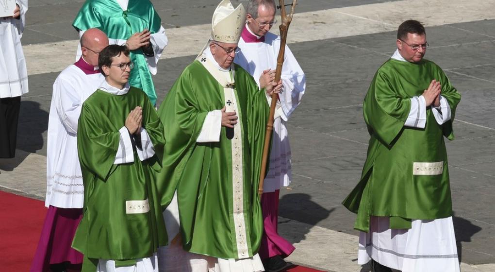 """Papa Francisco: """"Los jóvenes nos piden que no los dejemos solos"""""""