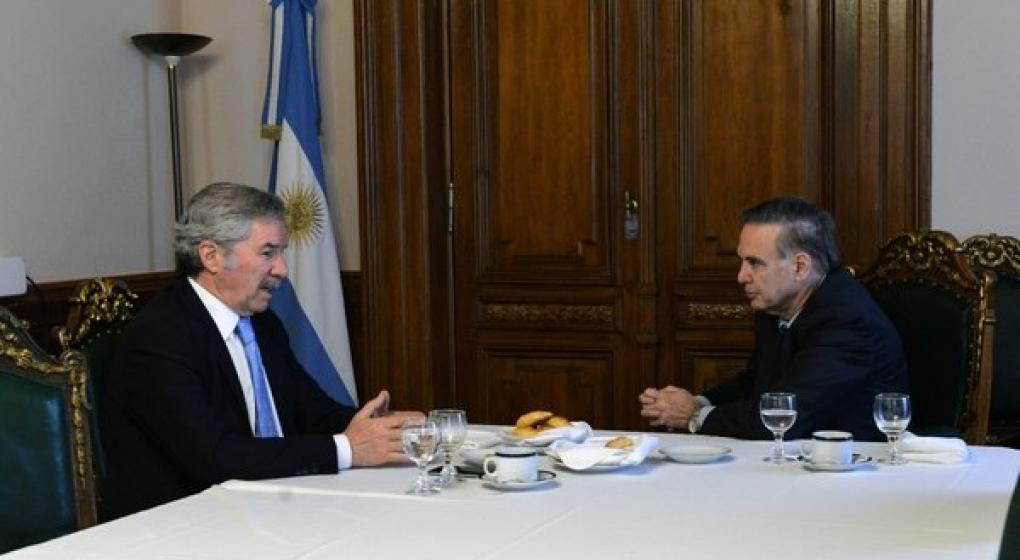 Pichetto, el articulador del PJ, ahora se reunió con Felipe Solá