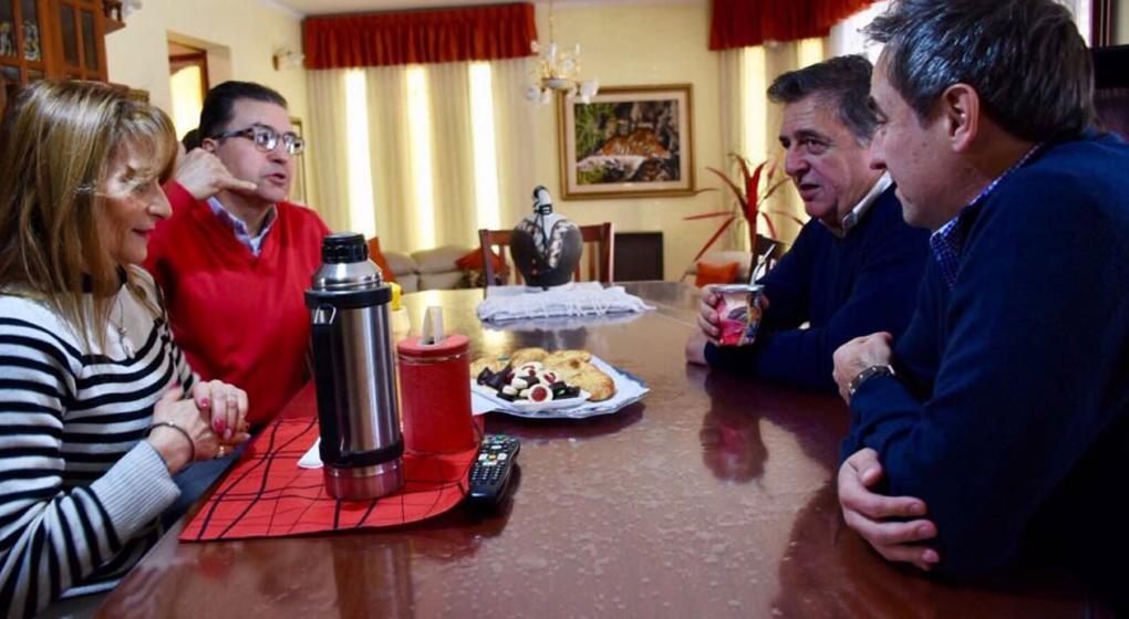 Timbreo en Córdoba: Mestre y Negri visitaron a una familia de barrio Ayacucho