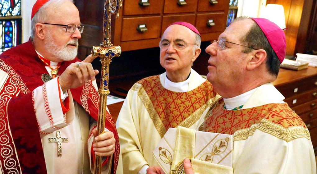 Según un arzobispo, los abusos en la Iglesia se dan a causa de la homosexualidad en el clero