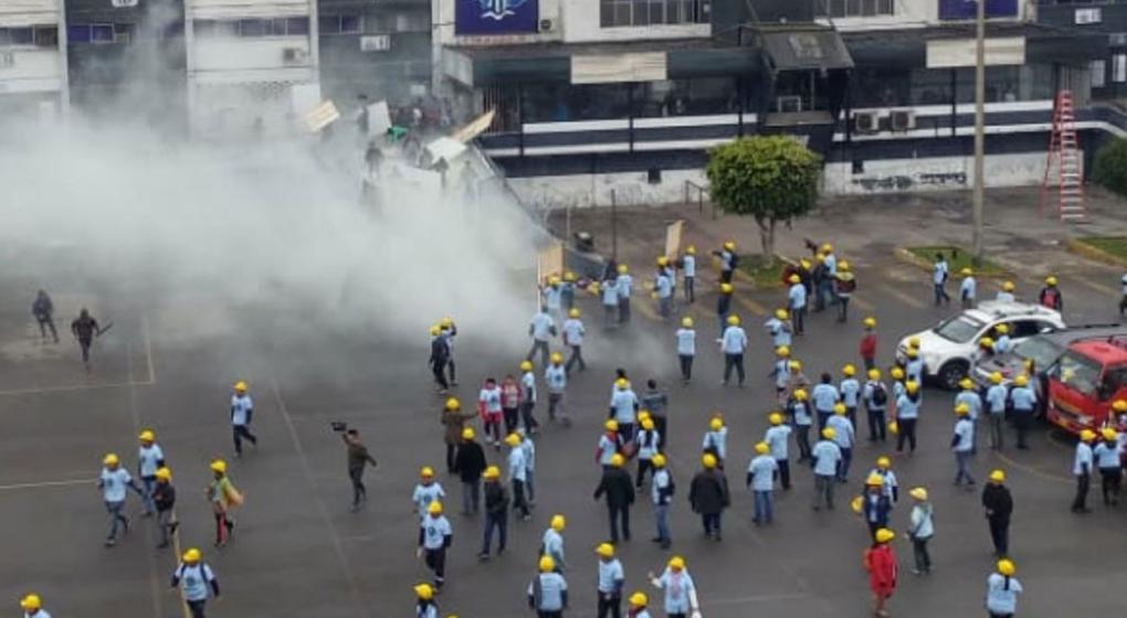Evangélicos y barrabravas se trenzan en una batalla campal en el estadio de Alianza Lima de Perú