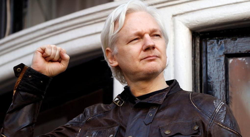 Desde su refugio en la Embajada ecuatoriana, Assange inicia una demanda contra Ecuador