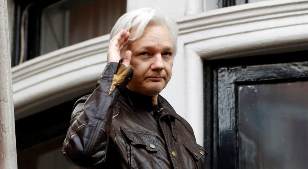 Assange, complicado en su conflicto con Ecuador, el país que le provee asilo