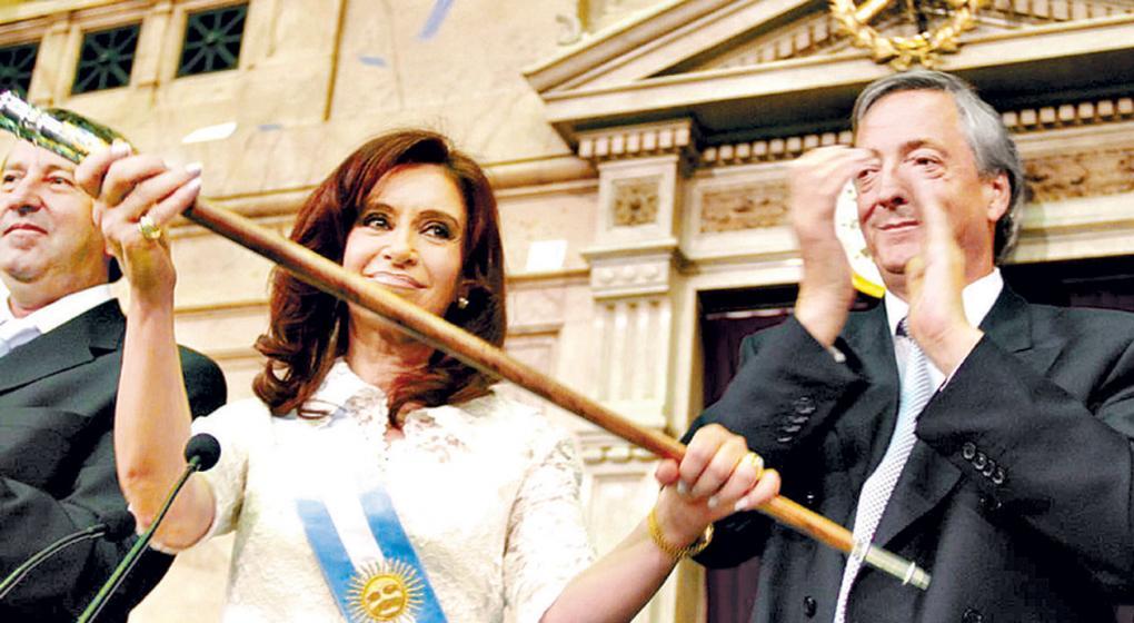 Bonadio ordenó devolver los bastones presidenciales a Cristina