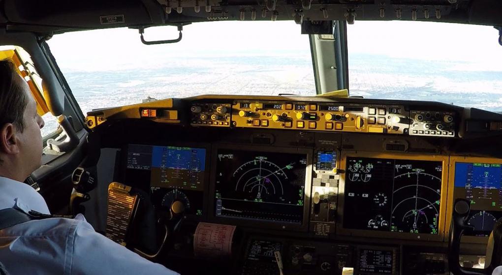 Tragedia aérea en Indonesia: ¿falló el instrumental de vuelo de un avión casi nuevo?
