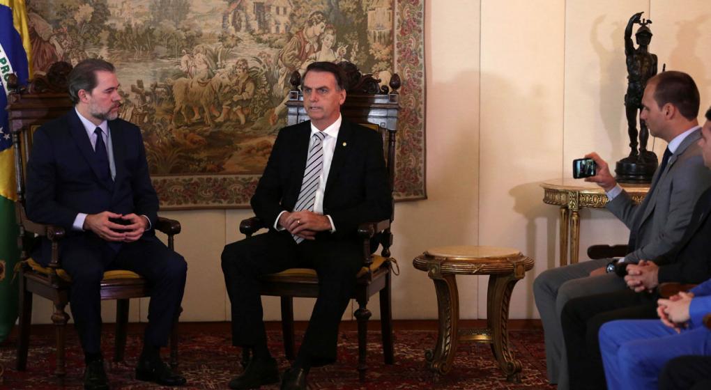 """Bolsonaro anuncia """"millones de inversiones"""""""
