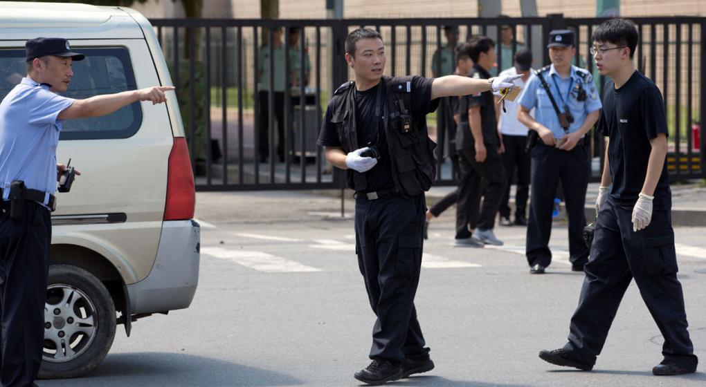 China: lanzaron una bomba de fabricación casera contra la embajada de EE.UU. en Beijing