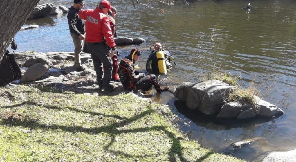 Murió un adolescente tras caer al río Suquía en La Calera