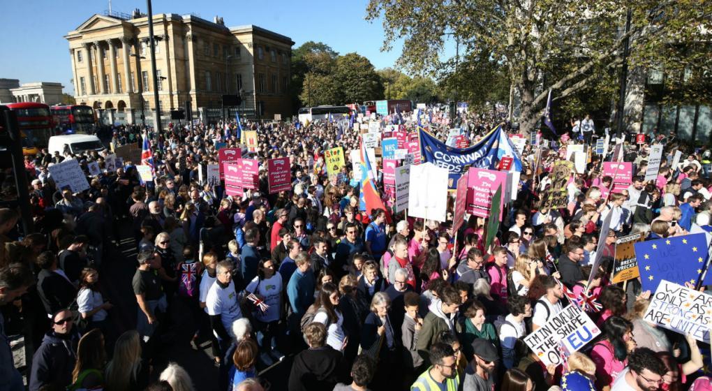 Unas 700 mil personas marcharon por Londres pidiendo detener el Brexit