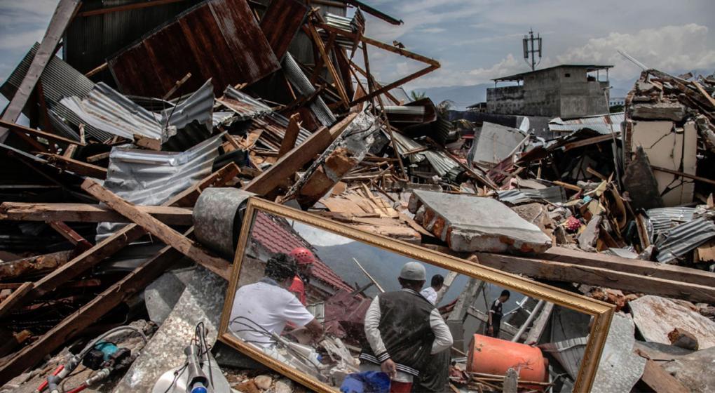 """Un agujero en la tierra se """"tragó"""" 1.000 casas en Indonesia"""