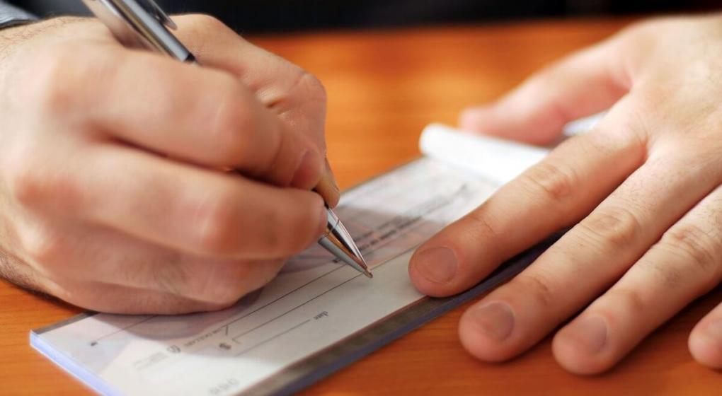 ¿Qué porcentaje de las industrias cambia cheques para vivir?