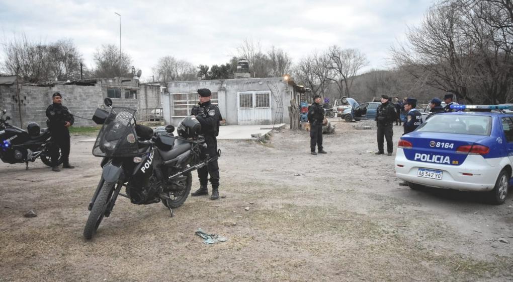 Cuatro policías imputados en una megainvestigación por robo de autos