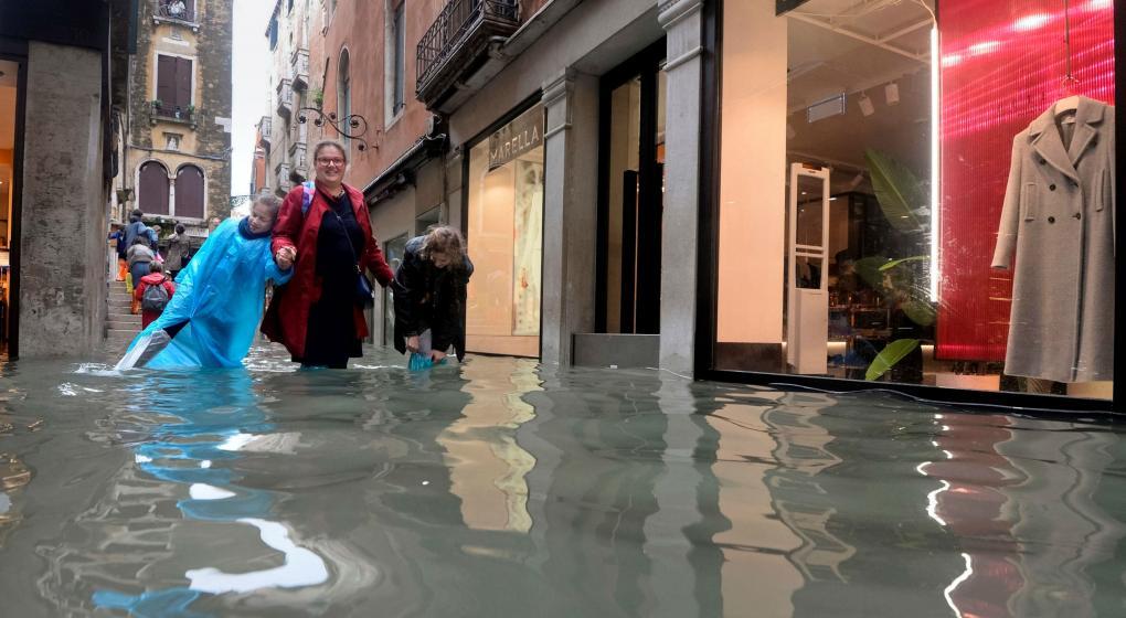 Inundaciones atípicas cubren un 70 por ciento de Venecia