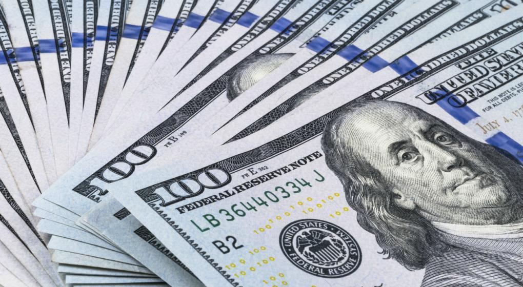 El dólar en baja, cerró a $ 37,42