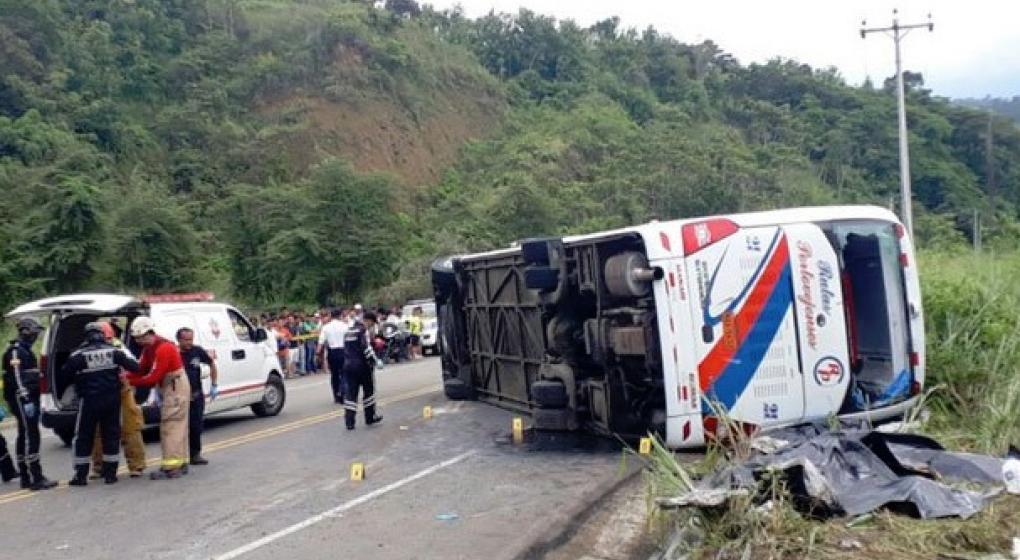 Tragedia en Ecuador: 11 fallecidos y 37 heridos tras un accidente vial