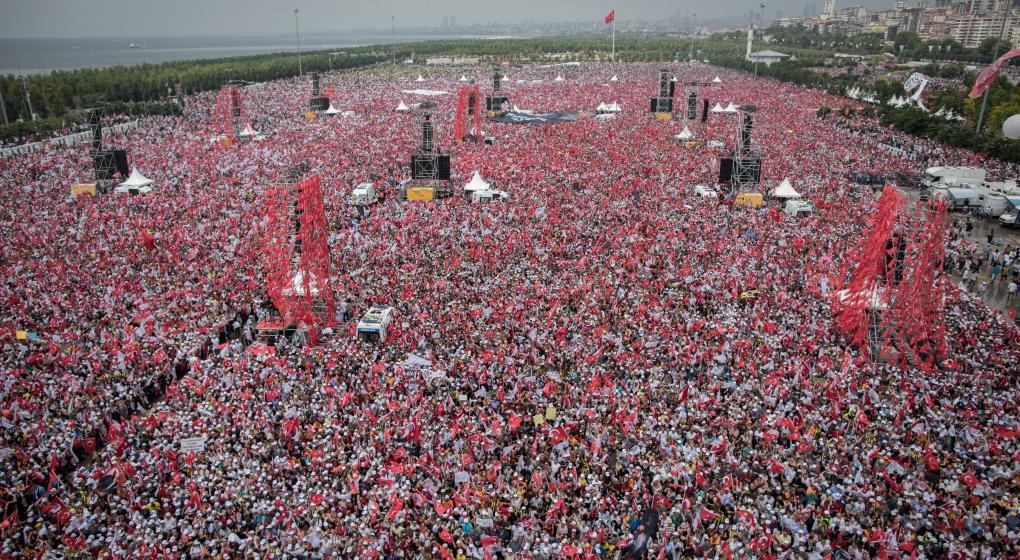 Tras los cierres de campaña en Turquía, Erdogan buscará mañana la reelección