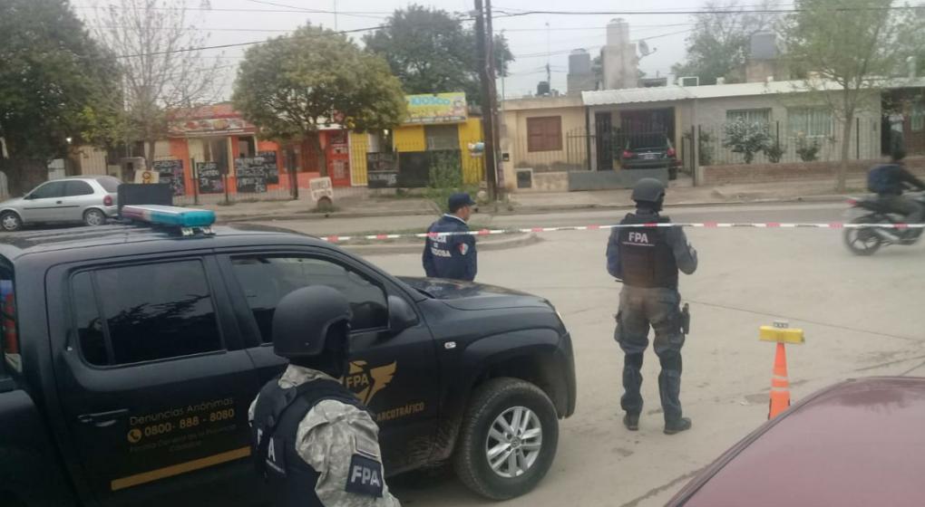 Cayó una familia que vendía drogas en barrio Parque Liceo 3ra Sección