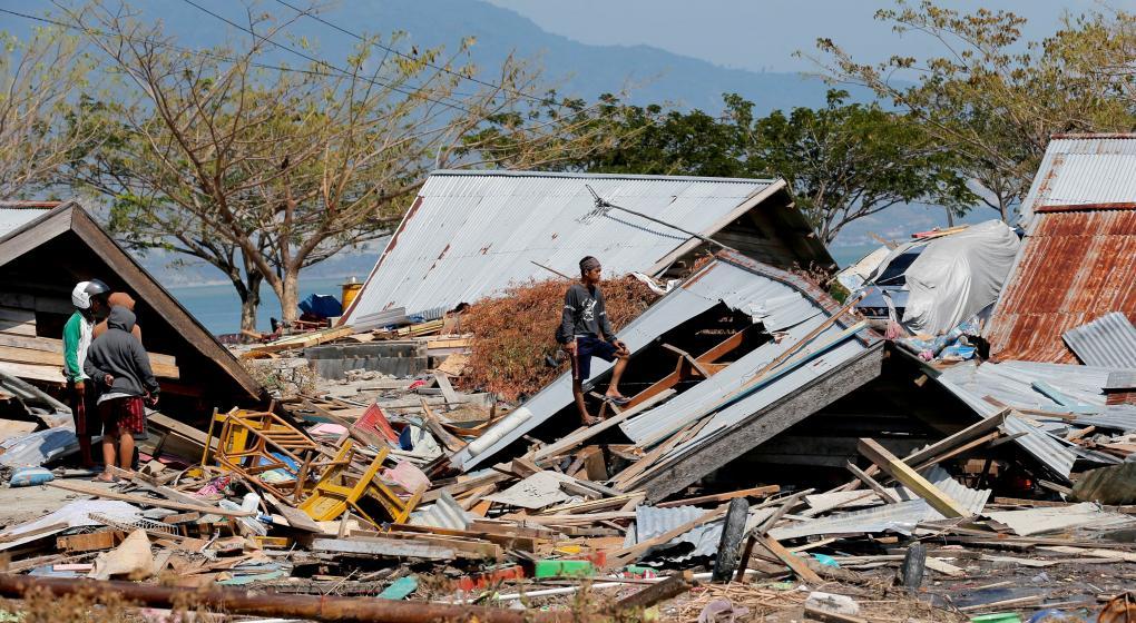 Elevan a 1.407 el número de muertos por el sismo y el tsunami en Indonesia
