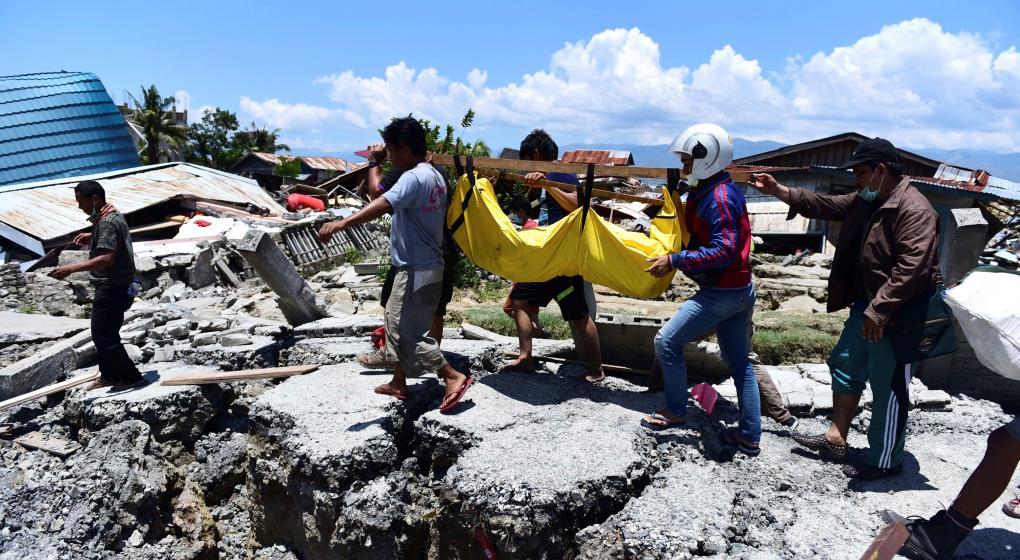 Indonesia: sube a más de 800 el número de muertos por sismo
