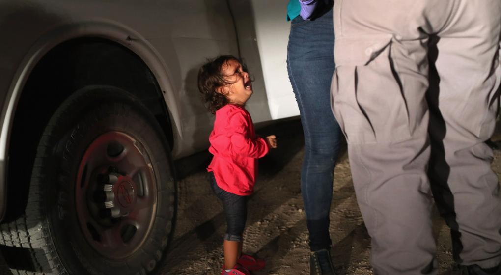 EE.UU. reunirá a al menos 50 niños migrantes con sus padres