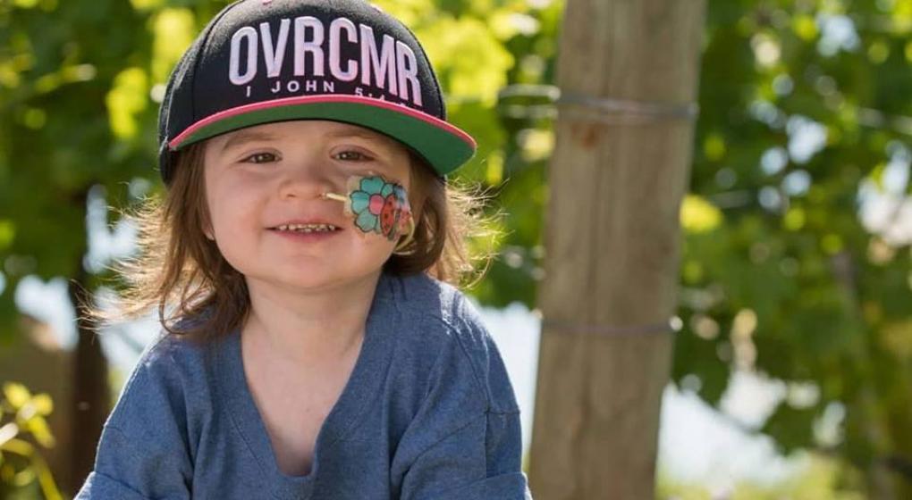 Tiene cinco años, sobrevivió a dos trasplantes de médula y con su alegría inspira a otros