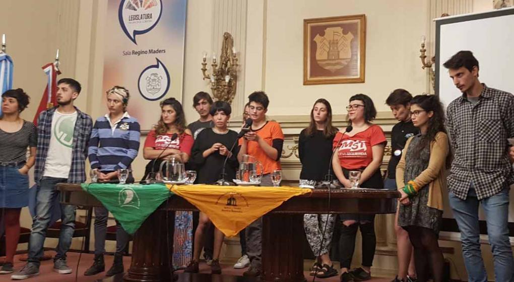 La Legislatura de Córdoba recibió a los estudiantes imputados por la toma de la UNC