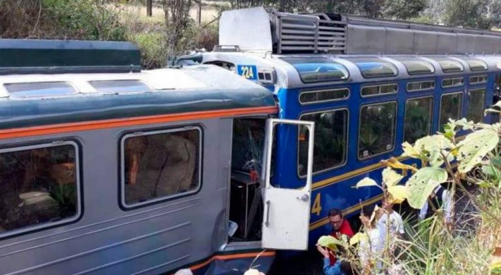Colisionaron dos trenes con turistas que iban a Machu Picchu