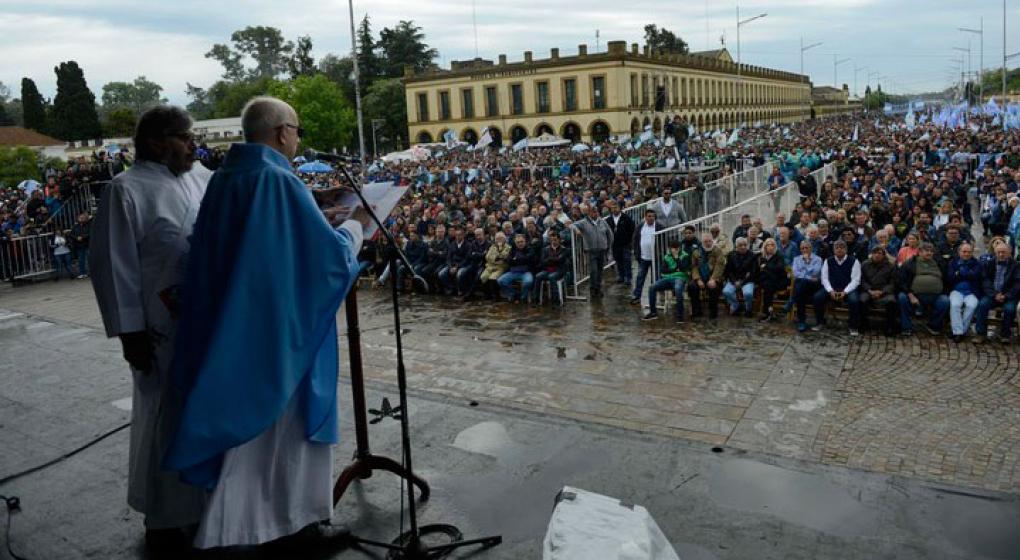 El obispo de Luján se disculpó por la misa con Hugo Moyano