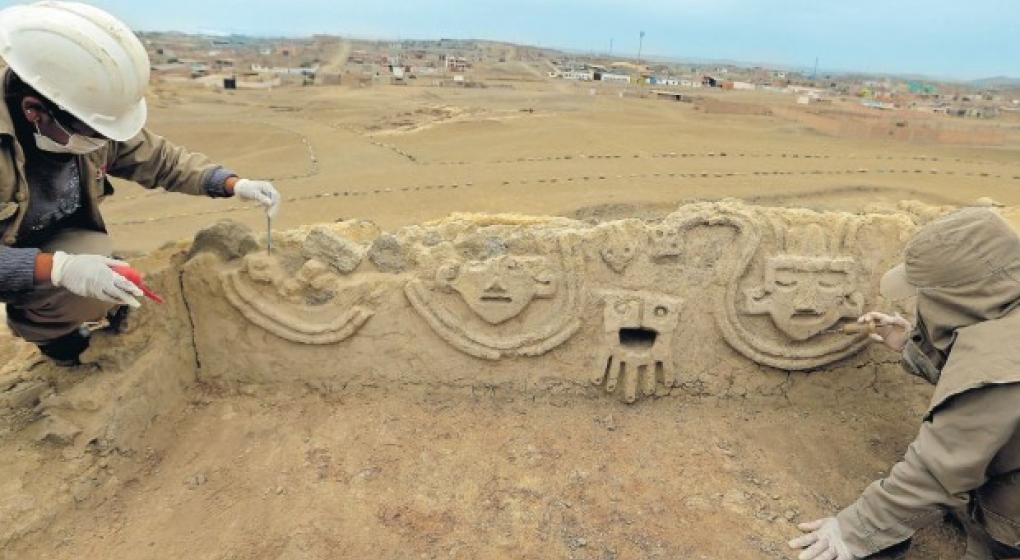 Descubren un mural de 3.800 años en una zona arqueológica de Perú