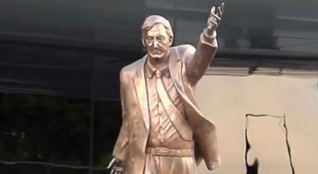 Ecuador: un exalcalde pidió retirar una estatua de Néstor Kirchner