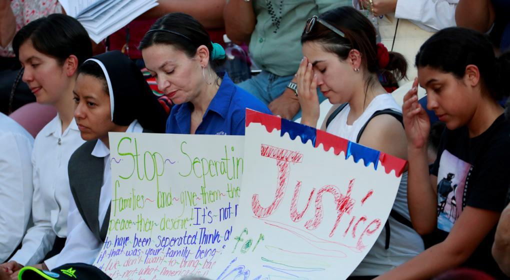 Un juez le ordena a Trump entregar una lista de todos los niños separados en la frontera