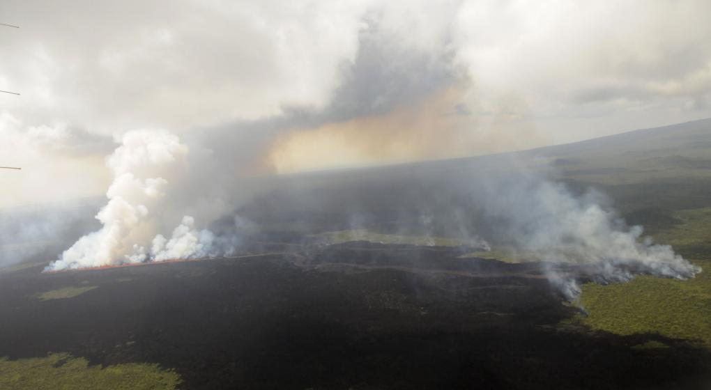 Galápagos: tras la erupción de un volcán, decretan alerta naranja y reportan impacto mínimo