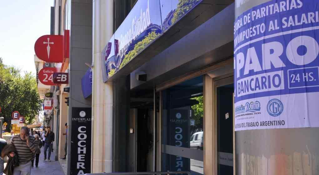Bancarios advierten que si las cámaras no firman la paritaria, habrá un paro el 14