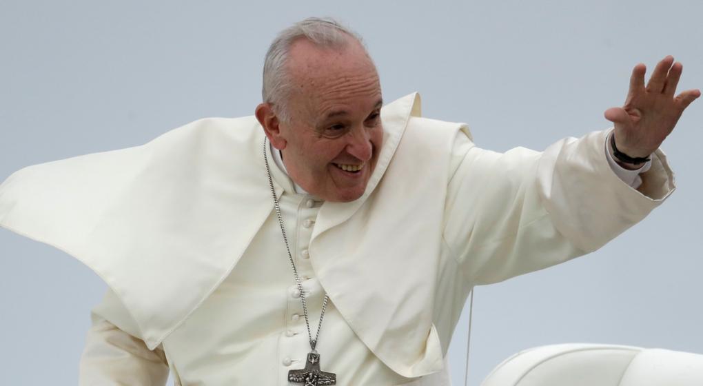 """Reportero italiano confiesa que ayudó a escribir """"la bomba"""" contra el Papa"""