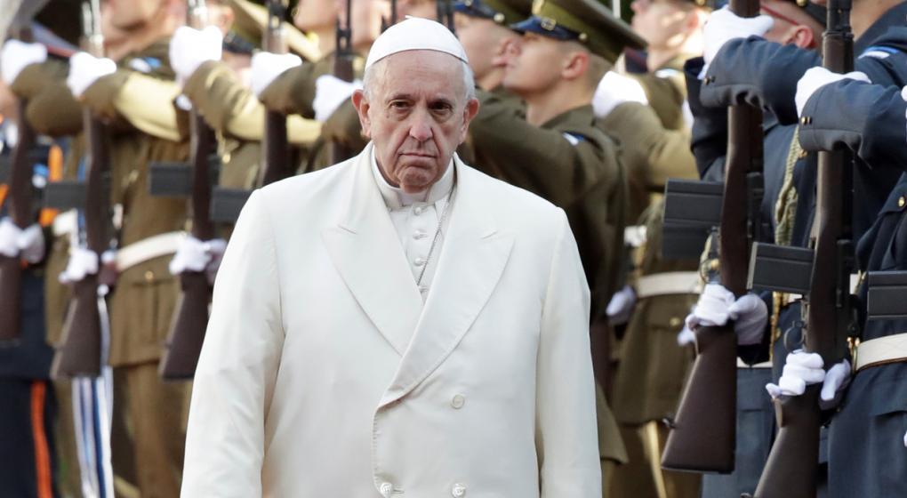 """La """"receta"""" del Papa contra los abusos: pide a los fieles rezar para que la Iglesia sea protegida ante el diablo"""