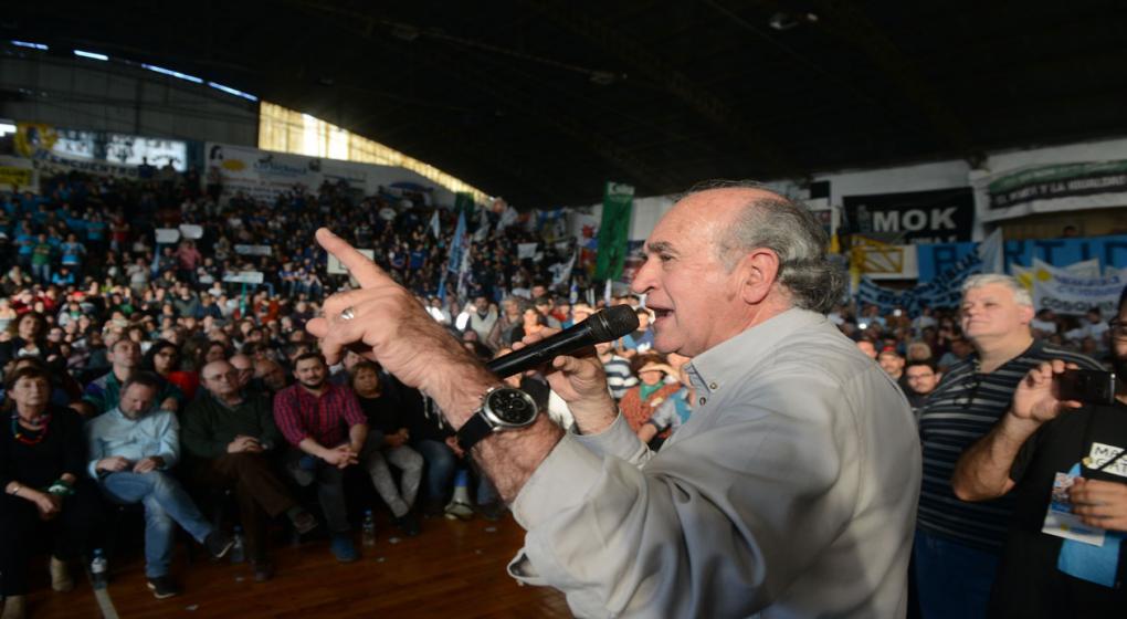 "Parrilli, en Córdoba: dijo que ""cuanto más atacan"" a Cristina, ""más fuerte está"""