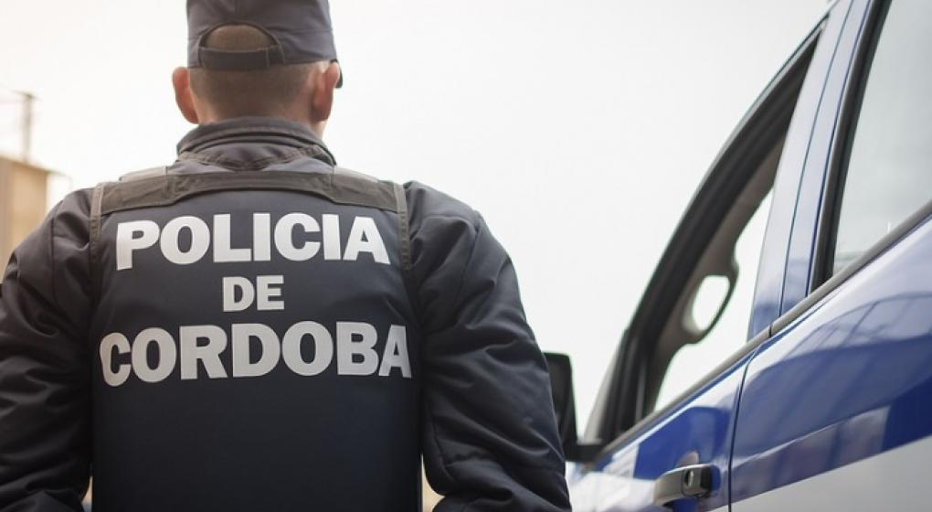 Córdoba: policía uniformado fue emboscado y sufrió un asalto