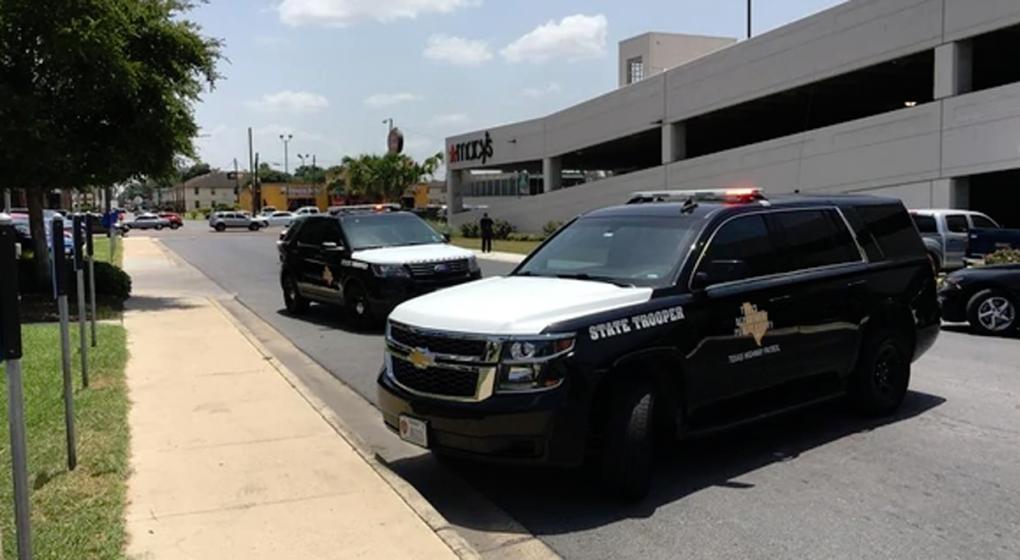 Pánico en un centro comercial durante un asalto a una joyería