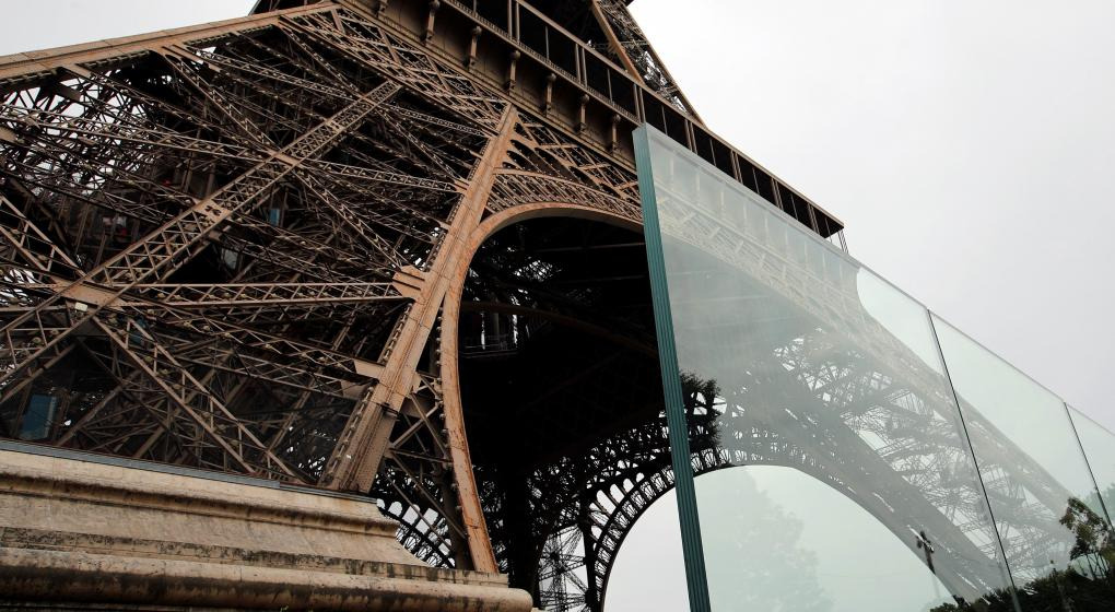 Blindan la Torre Eiffel para protegerla de posibles atentados